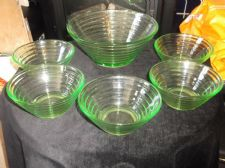 VINTAGE ART DECO GREEN GLASS LARGE BOWL & 5 SMALL DISHES RIBBED OUTER UV GLOW